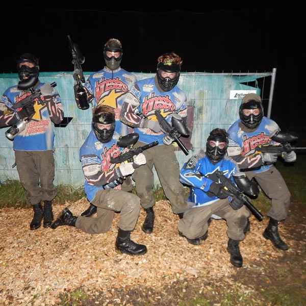 Paintball bei Nacht